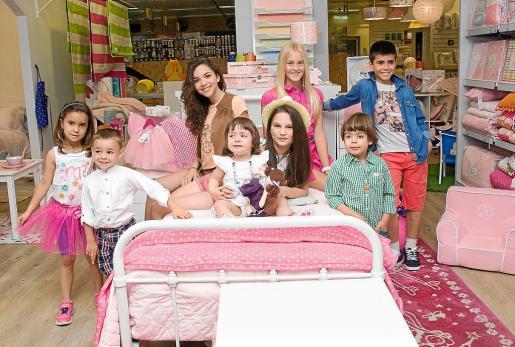 Los premiados de todas las categorías aparecen en la nueva zona de decoración infantil de El Corte Inglés, Mini Home. Los pequeños se mostraron revoltosos y los mayores más profesionales, pero todos demostraron que son dignos ganadores del concurso.