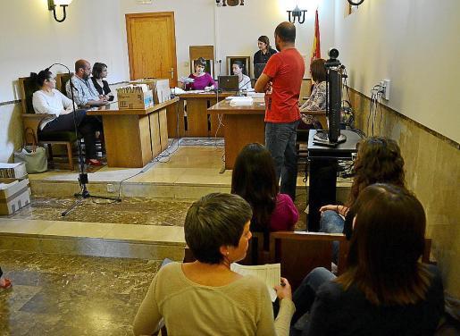 Momento de la revisión de resultados electorales, ayer, en los juzgados de Manacor.