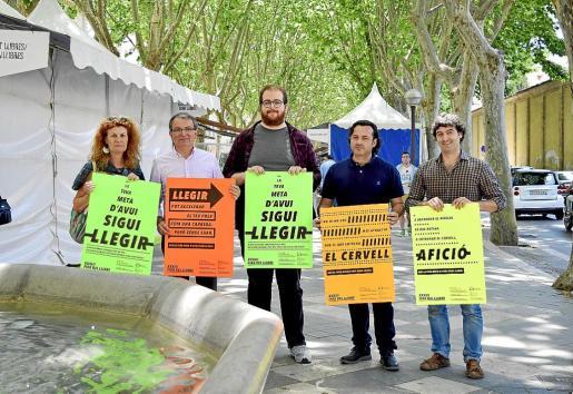 Miquela Serra, Joan Rotger, Miquel Ferrer, Àlex Volney y Rubén Hernández, presentando los eventos de la Fira del llibre,