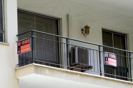 Cartel de se vende en una propiedad de Palma.