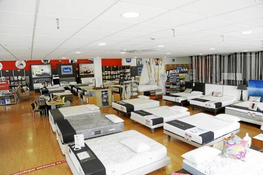 La tienda Bed's de la calle Fertilitzants, en el polígono de Son Valentí, es la más grande de España que tiene esta marca europea.