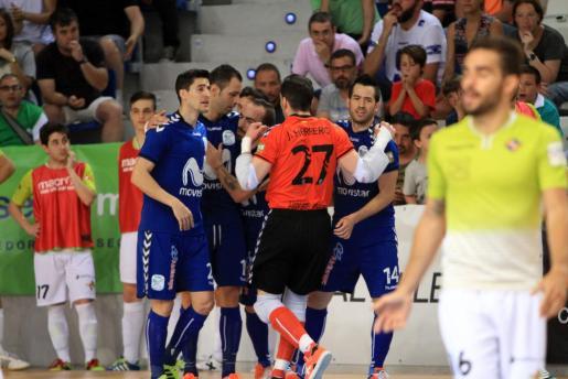 Los jugadores del Inter Movistar celebran un gol de Cardinal.