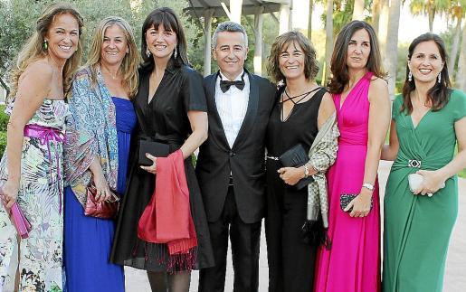 Patricia Moliné, Carolina San José, Belén Sánchez-Padilla, Pedro San José, Rosa San José, Maribel Sellarés y Cecilia Pons.