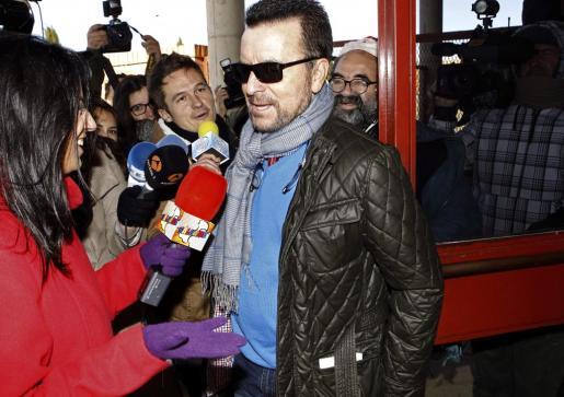 El torero José Ortega Cano ha su vuelta a la prisión de Zuera (Zaragoza) tras terminar un permiso de seis días.