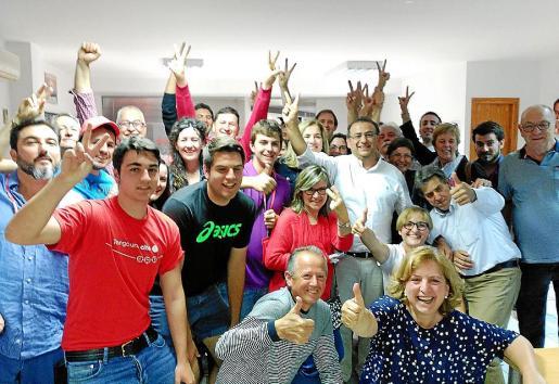 La candidatura del PSOE en Calvià durante la celebración del resultado electoral del pasado 24 de mayo.