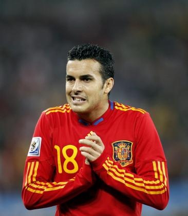 Pedro Rodríguez se lamenta de una ocasion fallida, durante el partido de la semifinal del Mundial de Sudáfrica que las selecciones de Alemania y España disputan esta noche en del Durban Stadium .