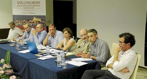 Juan Carrau (centro) intervino en la ponencia «catálogo de medidas y necesidades» celebrada ayer en Palma en el congreso de fiscales.