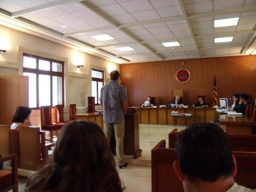 El acusado, en la Audiencia Provincial de Palma ante el tribunal que le juzgó ayer.