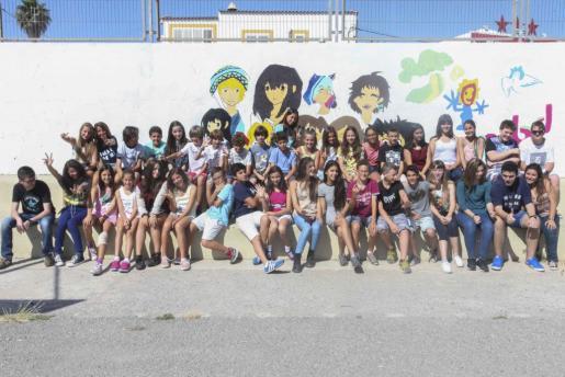 Los alumnos se hicieron una foto de grupo. Foto: DANIEL ESPINOSA