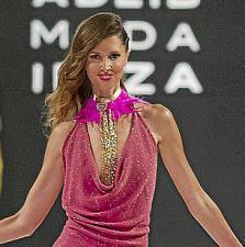 Año tras año aumenta el número de diseñadores participantes en la gran ceremonia de la moda ibicenca.