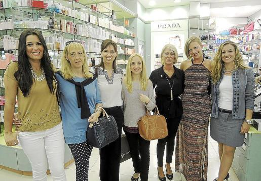 Neus Dalmau, Teresa Pons, Cristina Larrosa, Laura Coll, Mila Puertas, Débora Sánchez y Eva Mateos.