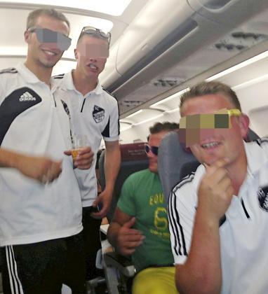 Los turistas alemanes no pararon de consumir alcohol durante el vuelo.