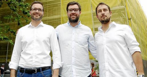 Momento en que los candidatos de PSOE, MÉS y Som se reunieron para iniciar las negociaciones para gobernar en Cort.