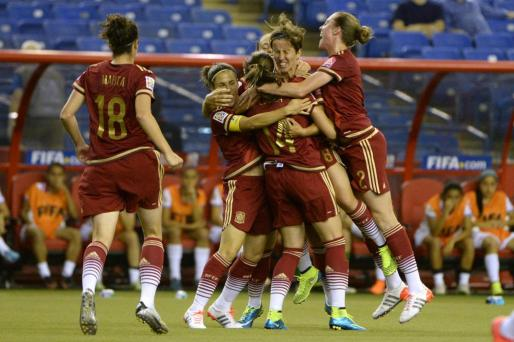 Las jugadoras de la selección española de fútbol celebrando el gol ante Costa Rica. Foto: Eric Bolte