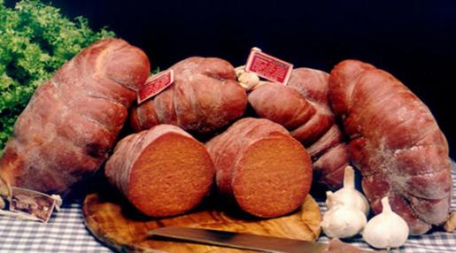 La 'sobrassada' se prepara con carne seleccionada de cerdo.