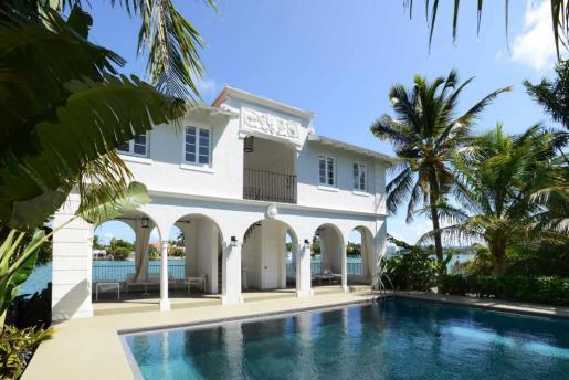 Fotografía facilitada por MB American Realty, de la antigua mansión del legendario gángster Al Capone en Miami Beach.