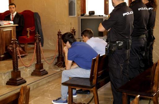 Los acusados durante el juicio.