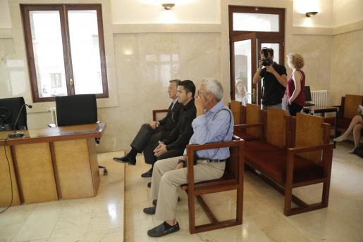 Eugenio Hidalgo, en último lugar, junto al resto de los acusados.