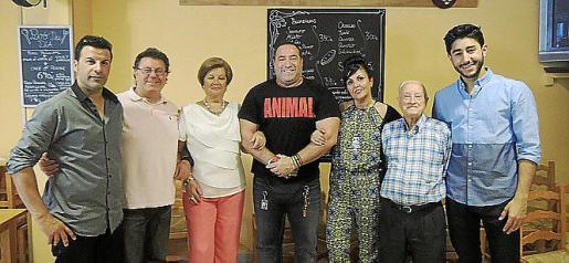 Adrián Pérez, Manuel Lirola, Reme Miravete, José A. Nieto, Purificación Lirola, José García y Luis Enrique Lirola.