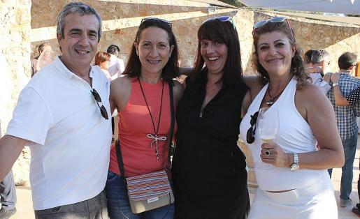 Pepe Gómez, Araceli Andújar, Mariela Domenech y Caty Sans.
