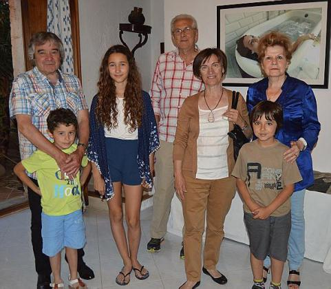 El escultor Andreu Ferrer Mir junto a Joan Andreu Perelló, Claudia Perelló, Andreu Ponç Fullana, Antònia Burguera, Maria Ferrer y Lucas Viera.