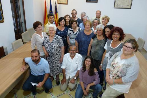 Familiares, arqueólogos, Memòria de Mallorca y representantes del Ajuntament.