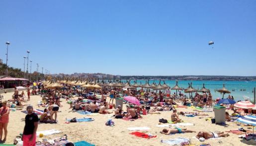 Playas al completo. Las zonas turísticas de Mallorca están en plena ebullición.