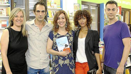 Neus Albis, Tomeu Janer, Maria de la Pau Janer, Judith Diakhate y Pere Janer.