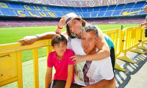 En la imagen familiar, el acusado, con sus dos hijos, a los que intentó matar.