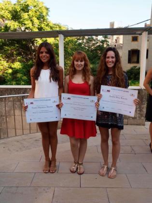 Naomi Martínez (ganadora primer premio escrito), Marta Ferrer (segundo premio audiovisual) y Anabel Ruiz (segundo premio escrito).