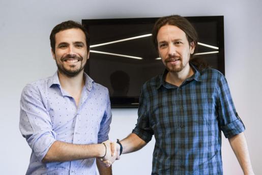 Encuentro entre Pablo Iglesias y Alberto Garzón para analizar la situación política del país.