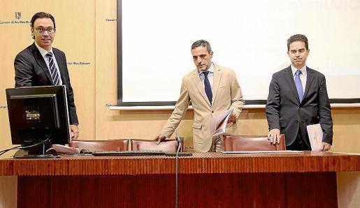 José Vicente Marí, Antoni Costa y Miquel Miralles se despidieron en una rueda de prensa en la que ofrecieron datos de la situación económica y financiera que encontrará la izquierda.