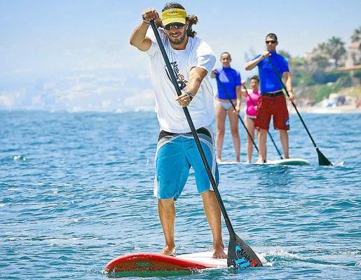 El paddle surf aporta grandes beneficios para la salud; se trabaja la estabilidad y el equilibrio.