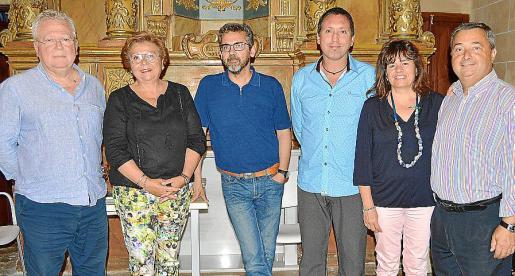 Pere Bonet, Joana Maria Coll, Toni Planas, Carles Cortés, autor de la novela presentada; Carme Lorente y Pere Sbert.