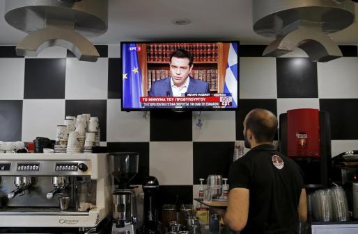 El primer ministro de Grecia, Alexis Tsipras, llamó el miércoles a los griegos a votar «no» en el referendo convocado para el domingo para decidir sobre un paquete de ayuda de sus acreedores, en una desafiante intervención que disipa especulaciones de que está cediendo ante una creciente presión.