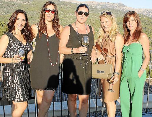 Adela Siles, Natalia Salgado, Cristina Salgado, Chelo Ginard e Isabel Gallego.