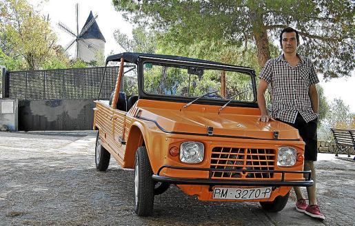 Miguel Ángel Cirer heredó de su padre este bonito Mehari de los años 80.