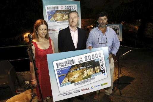 Maria del Carmen Soler, Vicente Ruíz y Matías Servera presentaron el cupón.