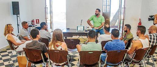 Ponencia y posterior debate que ofreció el doctor Gabriel J. Martín. Foto: TONI ESCOBAR