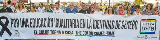 Representantes políticos de todos los sectores quisieron estar presentes en la marcha del Ibiza Gay Pride realizada ayer. Foto: TONI ESCOBAR