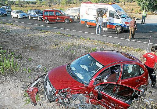 Imagen de archivo de un accidente ocurrido en septiembre de 2010, con un balance de una persona fallecida y cuatro heridos.