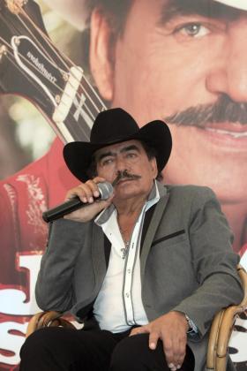 Fotografía de archivo del 13 de abril de 2013 del cantautor mexicano Joan Sebastián quien murió en Juliantla (México).