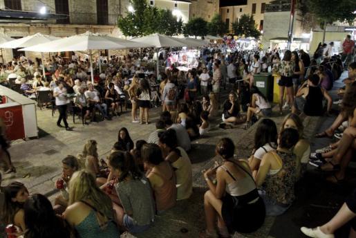 Celebración de la Alborada, un momento muy popular entre los jóvenes.