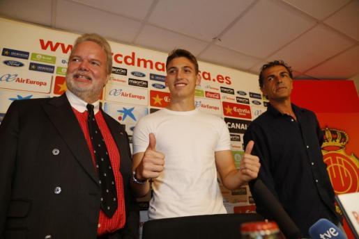 Hugo Gomes, entre Utz Claassen y Miquel Àngel Nadal.