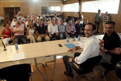José Ramón Bauzá y Miquel Vidal en una reunión de la ejecutiva del PP: