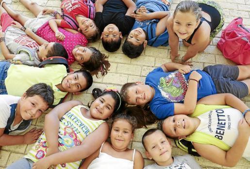 La Escola d'Estiu del Ayuntamiento de Vila, al igual que las del resto de municipios, tienen la magnífica virtud de conseguir que los niños participantes no dejen de sonreír ni un solo minuto. Foto: ARGUIÑE ESCANDÓN