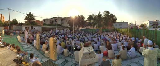 Unas 1.200 personas se reunieron en la mezquita de Can Escandell para dar gracias a Alá y hacer borrón y cuenta nueva, dejando atrás todo lo malo. Foto: I.A.