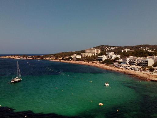 El canal de nado, de 450 metros, se ha situado en la zona de es Caló des Moro.