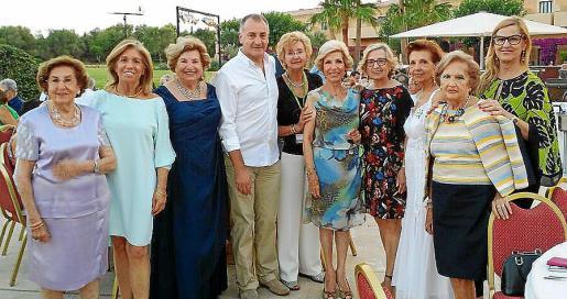 Juana Canals, Teresa Martorell, María Fullana, Jaime Tomás, Ana María Salvà, Rosa María Martín, Isabel Got, Manoli Barroso, Gloria Ladrón de Guevara y Bárbara Pons.