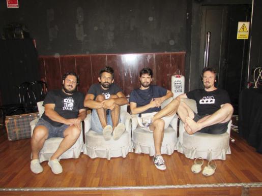 Los integrantes de Trampa Teatre en su sede de trabajo.